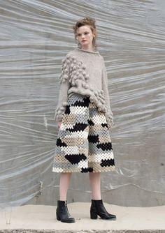 Fabulous Crochet a Little Black Crochet Dress Ideas. Georgeous Crochet a Little Black Crochet Dress Ideas. Knitwear Fashion, Knit Fashion, Look Fashion, Fashion Design, Knitting Designs, Knitting Patterns, Crochet Patterns, Crochet Clothes, Pulls