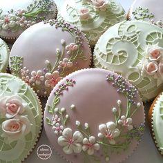 ideas for cupcakes decoration vintage decorated cookies Fancy Cookies, Iced Cookies, Cute Cookies, Easter Cookies, Cupcake Cookies, Sugar Cookies, Wedding Cookies, Wedding Cupcakes, Wedding Cake