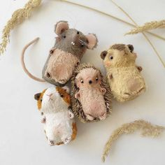 Miniature animals - hedgehogs, guinea pigs, mice, squirrels, bunnies and Handmade Stuffed Animals, How To Make Toys, Fabric Toys, Tiny Dolls, Doll Repaint, Bear Toy, Cute Toys, Softies, Handmade Toys