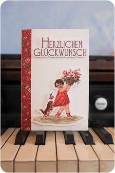 Ein kleines Mädchen rettet die Blumen vor einem verspielten Kätzchen.  Das Motiv stammt von einer Original-Postkarte aus der Zeit zwischen um 1900 Poster, Etsy, Frame, Instagram, Decor, Cordial, Postcards, Flowers, Picture Frame