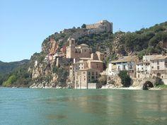 El rio Ebro i el Castillo de Mirabet, a la Ribera d'Ebre (Catalunya - Catalonia)