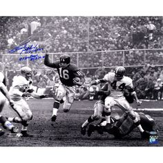 Frank Gifford Signed 16x20 Running BW With HOF 8 Time Pro Bowl NYG 52-64 LE77 - All Proceeds To Benefit Association to Benefit ChildrenFrank Gifford was elected into the National Football League Hall of Fame in 1977 after a stellar twelve year career for the New York Giants. Gifford made eight Pro Bowls and was a first team all-pro five teams. This 16x20 photo is signed as well as inscribed HOF 8x Pro Bowl NYG 52-64. This amazing piece is a Limited Edition of 50 and comes with a Steiner…
