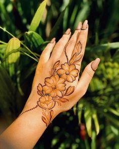 Pretty Henna Designs, Modern Henna Designs, Floral Henna Designs, Back Hand Mehndi Designs, Latest Bridal Mehndi Designs, Mehndi Designs Book, Mehndi Designs For Girls, Mehndi Designs For Beginners, Dulhan Mehndi Designs