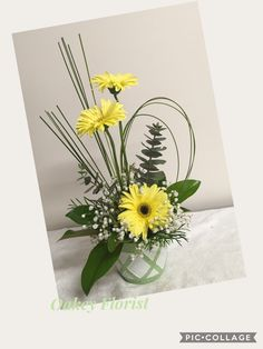 Discover recipes, home ideas, style inspiration and other ideas to try. Yellow Flower Arrangements, Creative Flower Arrangements, Flower Arrangement Designs, Ikebana Flower Arrangement, Beautiful Flower Arrangements, Flower Centerpieces, Yellow Flowers, Flower Decorations, Beautiful Flowers