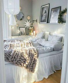 Love the throw & fairy lights!!