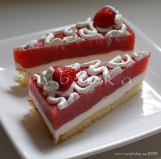 Jahodový Řez - Czech strawberry layer cake. Czech Desserts, Strawberry Layer Cakes, High Sugar, Czech Recipes, Summer Cakes, International Recipes, Sweet Recipes, Icing, Cheesecake