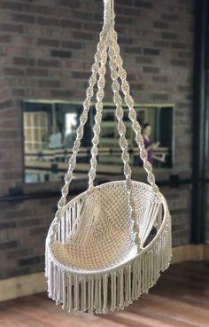 Diy Hammock, Hammock Swing, Macrame Plant Hanger Patterns, Macrame Patterns, Free Childrens Knitting Patterns, Driftwood Chandelier, Macrame Chairs, Pallet Patio Furniture, Macrame Curtain
