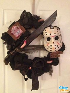 31 Spooky, Creative DIY Halloween Wreaths