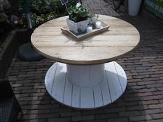 Wood Spool Tables, Cable Spool Tables, Wooden Side Table, Diy Garden Table, Diy Table, Unique Home Decor, Cheap Home Decor, Interior Minimalista, Wooden Spools