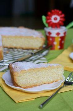 E' una torta che ricorda molto la classica pastiera napoletana ed anch'essa si prepara a Pasqua. In realtà il procedimento è abbastanza simile, ma al...