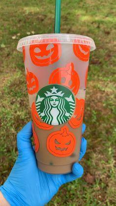 Starbucks Cup Design, Starbucks Tumbler Cup, Personalized Starbucks Cup, Custom Starbucks Cup, Personalized Cups, Starbucks Drinks, Starbucks Coffee, Starbucks Halloween, Halloween Cups