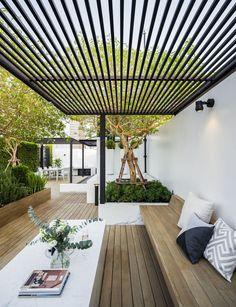 Roof garden While old inside idea, your pergola has become enduring a bit of a Outdoor Pergola, Outdoor Rooms, Backyard Patio, Backyard Landscaping, Outdoor Gardens, Outdoor Living, Roof Gardens, Rooftop Patio, Patio Bench