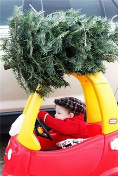 2013 Christmas kids photo, Creative picture idea of Christmas, baby boy isdriving a small car photo for 2013 Christmas