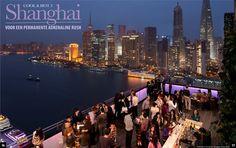 Op het terras van het Indigo Hotel heb je een prachtig uitzicht over Shanghai.    www.facebook.com/gooisch  www.twitter.com/GOOISCHmagazine  www.gooisch.nl
