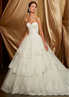 Amazing Tulle Sweetheart Neckline A-Line Wedding Dress With Beaded Lace Appliques