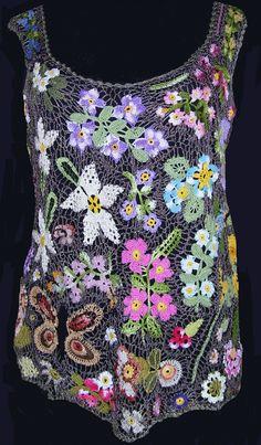 E dopo aver fatto tanti fiori, foglie e varie ecco la mia freschissima canotta per le afose giornate siciliane......       La tecnica non ...