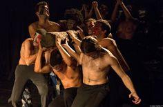 """A perda da ancestralidade e das tradições é o tema do novo espetáculo do Teatro do Incêndio: """"O Santo Dialético""""."""
