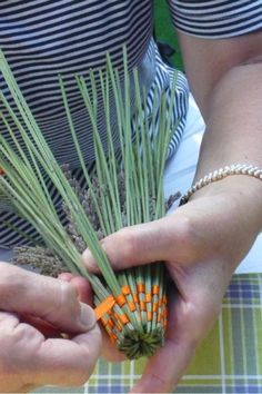 Lavender Wands, Lavender Crafts, Diy And Crafts, Arts And Crafts, Rustic Crafts, Weaving Art, Nature Crafts, Craft Items, Basket Weaving
