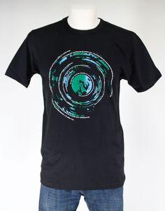 CAMISETA FOTO ART. Gran variedad de camisetas exclusivas, de diferentes temáticas y gran calidad. 100% algodón. ¡ Encuentra la tuya !