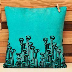 Chouchette 'Stuck to the Floor' Yastık  pillow, turkuaz, turquoise, istanbul, turkey, türkiye, tasarım yastık, yeni, new, trend, pillows, handmade, printed. baskılı,