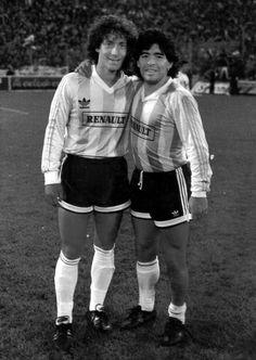 Diego con Pedro Troglio 1989 (partido amistoso para festejar la asunción de Carlos Menem)