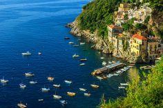 """Un pequeño pueblo escondido y """"colgado"""" en la costa Amalfitana (Conca dei Marini, Italia)"""