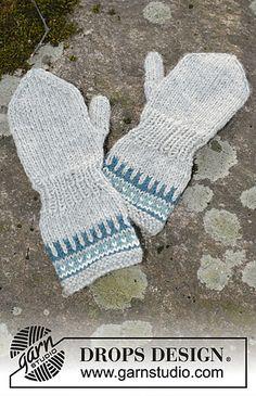 Wild Blueberrie Mittens - Knitted mittens with pattern in DROPS Karisma. Size children 1 - 6 years - Free pattern by DROPS Design Crochet Baby Mittens, Knitted Mittens Pattern, Knit Mittens, Knitted Gloves, Crochet Hooks, Fingerless Gloves, Kids Knitting Patterns, Knitting For Kids, Free Knitting