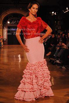 A vueltas con las faldas y camisas para Feria 2015   Moda Flamenca por Claudia Alfaro vía Entre Cirios y Volantes.