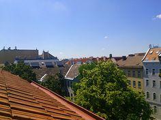 Überblick über Wiens Dächer von einer der traumhaften Dachgeschosswohnungen aus.
