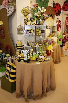 Bee Themed Display! #burtonandburton #bee_gift