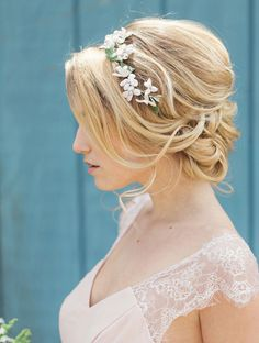Vintage Wedding Hair Wedding Hair -Photography: Clean Plate Picture - From updos and braids to curls and sleek, you can't go wrong with any of these gorgeous wedding hairstyles, they are to die for. Romantic Wedding Hair, Wedding Hair Flowers, Wedding Updo, Flowers In Hair, Trendy Wedding, Romantic Updo, Floral Wedding, Wedding Ideas, Perfect Wedding