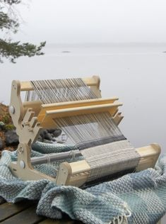 Includes: Siru Rigid Heddle Loom, flat shuttle 30 cm, 1 reed 40 cm, density nr 40 or 50 and instructions. Weaving Loom For Sale, Looms For Sale, Weaving Tools, Loom Weaving, Drop Spindle, Blue Boat, Basic Shapes, Metal Bar, Raw Wood