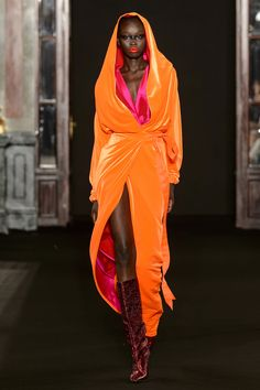 Alta vibração: tons fluo invadem o guarda-roupa de festa na alta-costura - Vogue | Tendências Fashion Week, Fashion 2020, Runway Fashion, High Fashion, Fashion Show, Fashion Outfits, Fashion Design, Fashion Trends, Color Blocking Outfits