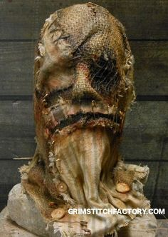 I already started the mask this weekend. Scarecrow Mask, Halloween Scarecrow, Halloween Crafts, Scarecrow Costume, Halloween Party, Diy Halloween Decorations, Halloween Themes, Horror Art, Horror Masks