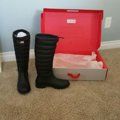 NIB Quilted/Lined Hunter Boots NIB size 10 Hunter boots Quilted and fleece and fleece lined. Has drawstring to tighten opening of boot. A great boot for wet winters and cool falls!!  Only worn when tried on in the store. Original inserts as shown in photos Hunter Boots Shoes Winter & Rain Boots