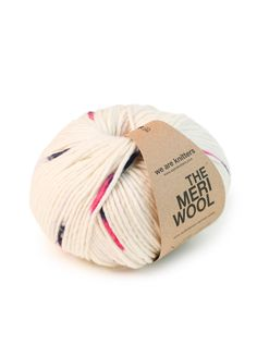Merino is known as one of the best and most exclusive wools because of its incredible characteristics, in particular how light and soft it is. It's like a second skin!  Despite being a fine wool, Merino keeps you completely warm because once it has been