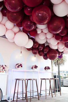 Вдохновение: объемные гирлянды и арки из воздушных шариков - The-wedding.ru