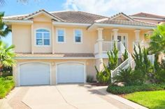 Sand Castle Palm Coast (Florida) Sand Castle is a holiday home with a barbecue, set in Bon Terra. The property is 35 km from St. Augustine and features views of the garden. Free private parking is available on site.