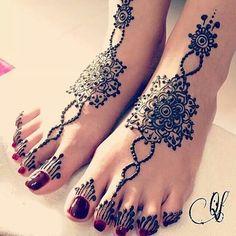 simple black henna design for feet