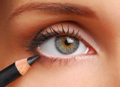 how to make your eyeliner go on perfectly