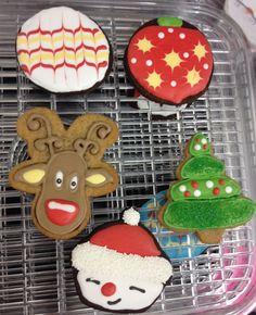 Cours biscuits & glaçage royal de Noël chez Genevacakes School Shopping, Biscuits, Royal Icing, Crack Crackers, Cookies, Biscuit, Cookie Recipes, Biscotti, Cookie