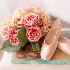 Sunday morning ballet style. Shoes by @capezio | Flowers by @fairrarityflowers | Photography by @gretchennoellephoto for #balletinthecity • • • #sundaymorning #flowers #balletshoes #pointeshoes #books #degas #roses #sunday #balletstyle #soft #reading #bookphotography #capezio #sundaymood #sundays #ballet #ballett #balletspirit #balletstyle #photographylove #stilllife #pastelshades #flowergram #capezioshoes #pinkroses #hydrangeas