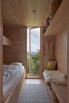 Gallery of Skigard Hytte Cabin / Mork-Ulnes Architects - 26 - - Image 26 of 36 from gallery of Skigard Hytte Cabin / Mork-Ulnes Architects. Photograph by Bruce Damonte. Wooden Cottage, Cabin Interiors, Tiny House Cabin, Cabin Design, Tiny Spaces, Interior Architecture, House Plans, Decoration, Modern Cabin Interior