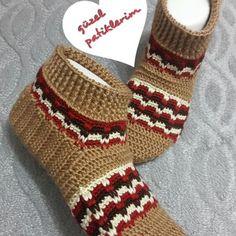 güzel patiklerim (@guzelpatiklerim)   Instagram photos and videos Crochet Slippers, Knit Crochet, Slouchy Hat, Slipper Socks, Crochet Accessories, Leg Warmers, Fingerless Gloves, Knitting, Handmade