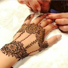 arabic mehndi designs 2010 for hands best pictures gallery Eid Special Mehndi Design, Simple Arabic Mehndi Designs, Beautiful Mehndi Design, Mehndi Designs For Hands, Henna Tattoo Designs, Bridal Mehndi Designs, Hena Designs, Tattoo Ideas, Mehndi Design Pictures