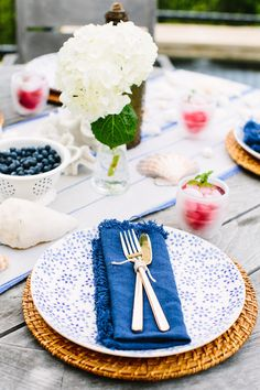 Patriotic Pool Party with Teavana | Photography by Wynn Myers for Camille Styles