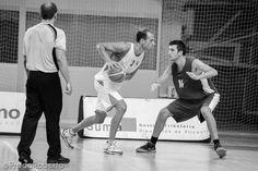 Jorge Lledó tomó las riendas del juego cartaginés a partir del tercer cuarto. Sus números: 27 puntos (7/13 en TC), 8 rebotes y 10 faltas recibidas; 34 puntos de valoración (MVP del partido). #baloncesto #basket #Lucentum #CBCartagena #Alicante #PretemporadaLucentum Ballet Shoes, Dance Shoes, Alicante, Sports, Basketball, Cartagena, Room, Game, Dots