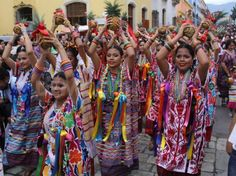 https://www.pinterest.com/pin/470274386064962622/ Pinned by Kim:  This is a image of Zapotec ethnic group. It has 347,000 people in it. The zapotec ethnic group is very popu;ar, one of the most popular ethnic groups in Oaxacan.
