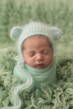 Natalie D'Aoust Photography - Edmonton Newborn Photographer - #babyphotos #newbornphotographyideas #newbornprops #newborn #bestnewbornphotos #potatosack