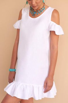 The prettiest white linen mini dress for your summer holidays, pair with your slides or espadrilles. Fácil Blanco is proudly designed and tailored in Dubai from Italian linen.Beautiful v neck linen clothes For Women Fitted Fabrics dark purplu Robe D Dress Outfits, Casual Dresses, Short Dresses, Fashion Dresses, Summer Dresses, Ladies Dresses, Fashion 2017, Preteen Fashion, White Linen Dresses
